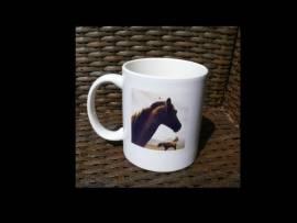 große Tasse brauner Pferdekopf