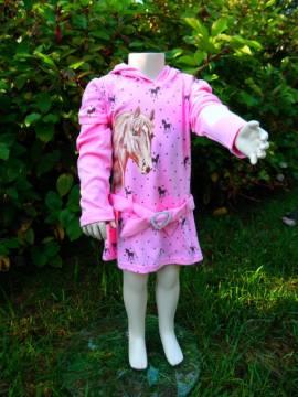 Rosa Kleid mit schönem Pferdemotiv