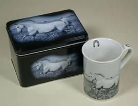 Kaffe- oder Teetasse in dekorativer Box
